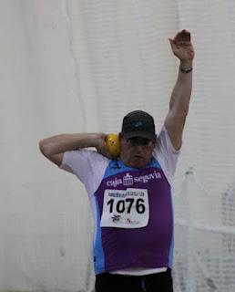 José Ignacio de la Calle se dispone a lanzar peso